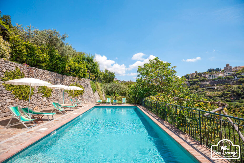 Holiday House and pool in Scala